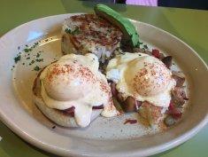 Eggs Benedit & Hashbrowns